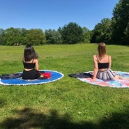 On espère des jours chauds en Juillet et Août ! La serviette Ronde Paris sera votre meilleur compagnon sur les plages cet été 😃 En vous souhaitant une bonne semaine 😍#summervibes #bonnesemaine #servietteronde